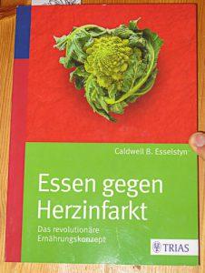Buchcover: Essen gegehn den Herzinfarkt von Dr. Esselstyn