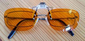 BlueBlocker Brillenaufsatz Pro auf Brille.