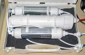 Direct-Flow Umkehrosmose Anlage (UO) mit Vor-Filtern und Hauptfilter.