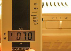 70 V/m mit Phasenrichtiger Polung.