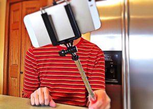Smartphone nur mit Selfie-Stick benutzen?