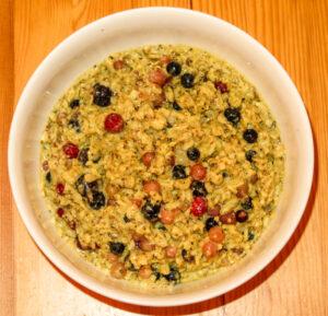 Fertig ist das Haferflocken Porridge Müsli mit Obst & Co.
